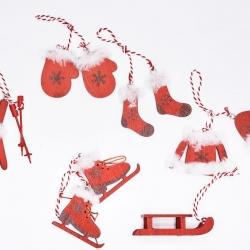 6 miniatures en bois rouge